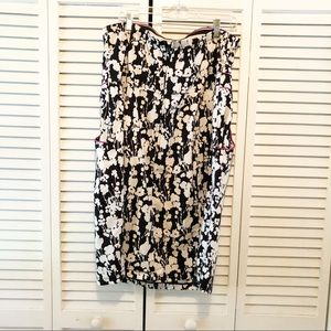 Maurices Dresses - Strapless black & white dress with pockets!